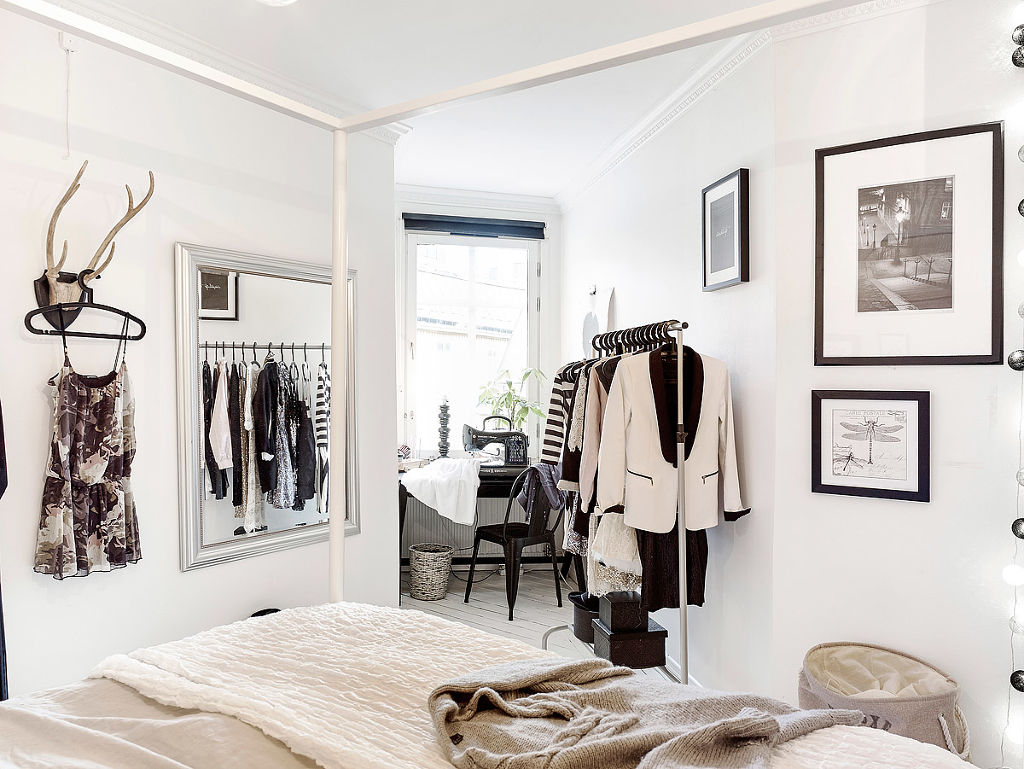 home-tour-scandinave-féminin-mademoiselle-claudine-dressing-chambre-trophé