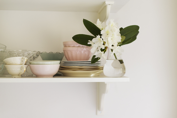 appartement-vintage-etagère-vase-fleur-mademoiselle-claudine