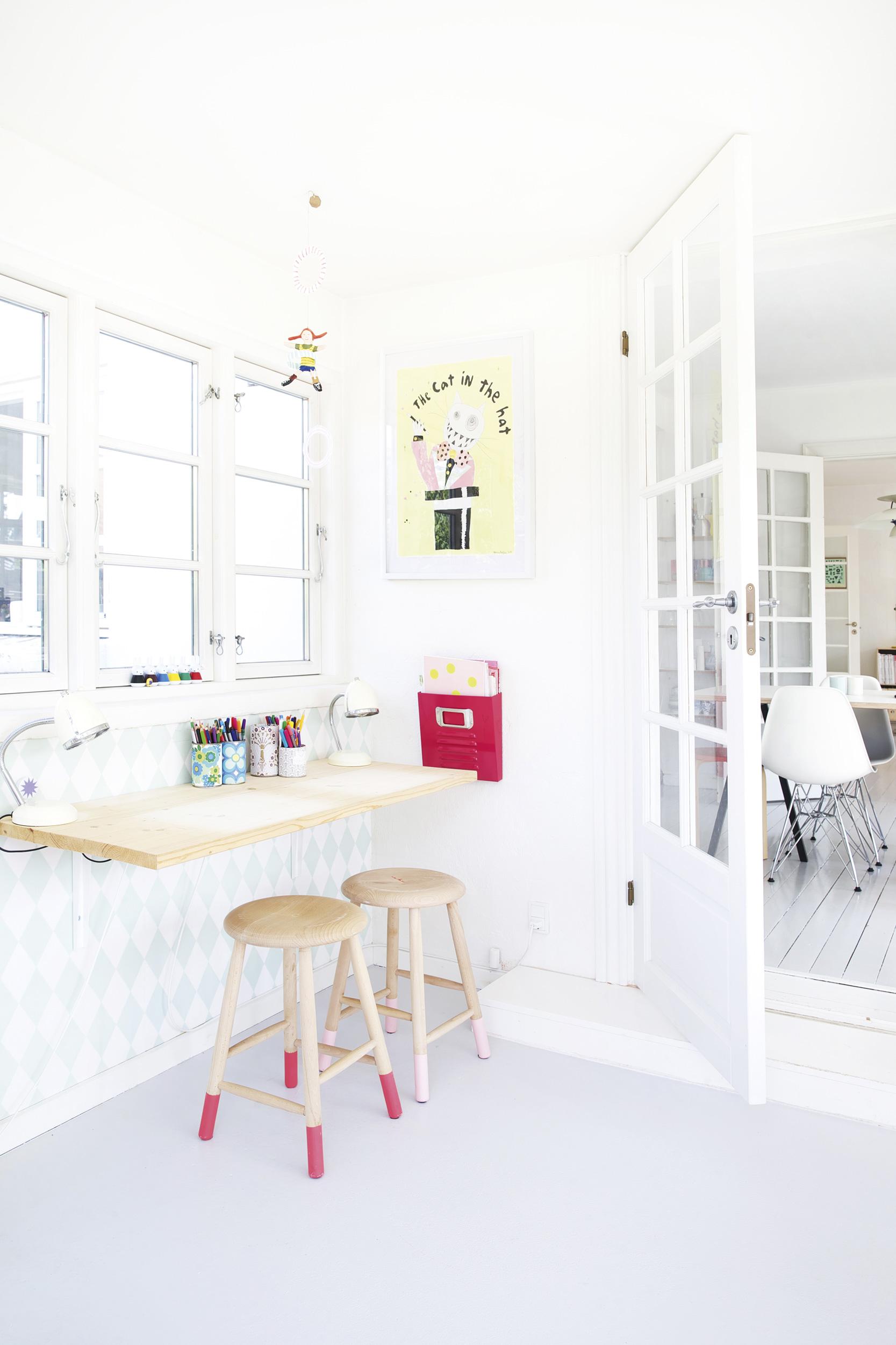 appartement-couleur-été-table-tabouret-mademoiselle-claudine