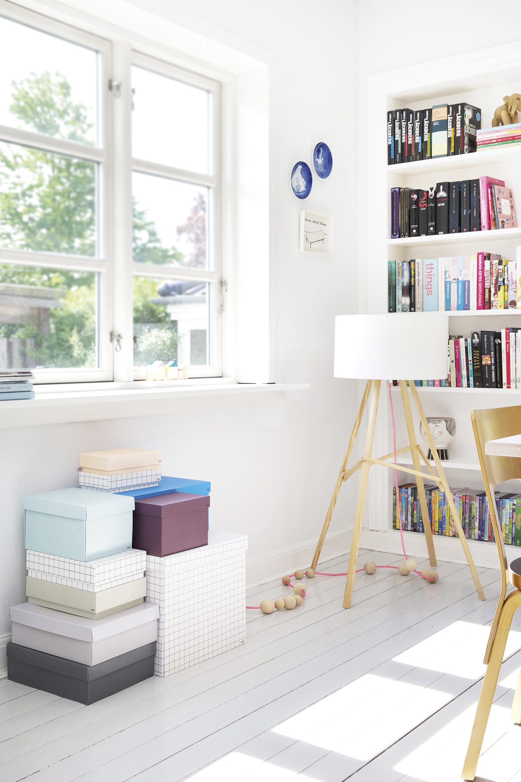 appartement-couleur-été-boite-rangement-lampe-mademoiselle-claudine