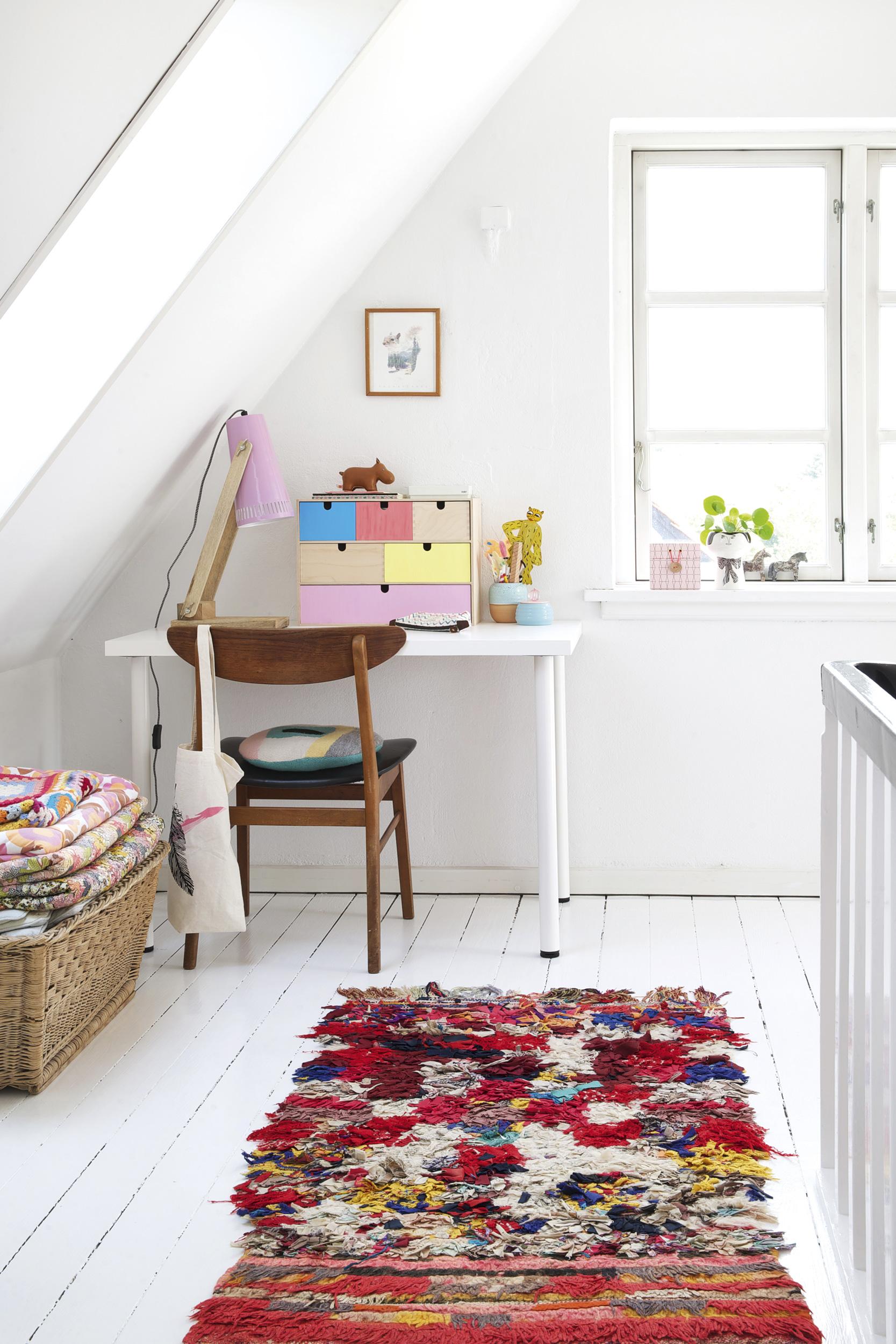 appartement-été-bureau-tapis-coloré-mademoiselle-claudine