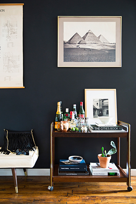 appartement-brooklyn-rétro-americain-salon-mur-noir-mademoiselle-claudine