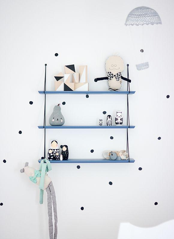 Du bleu fonc dans la deco mademoiselle claudine le blog for Etagere chambre d enfant