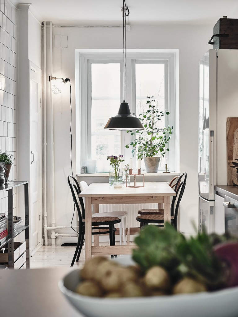 home-tour-cuisne-table-bois-suspension-mademoiselle-claudine