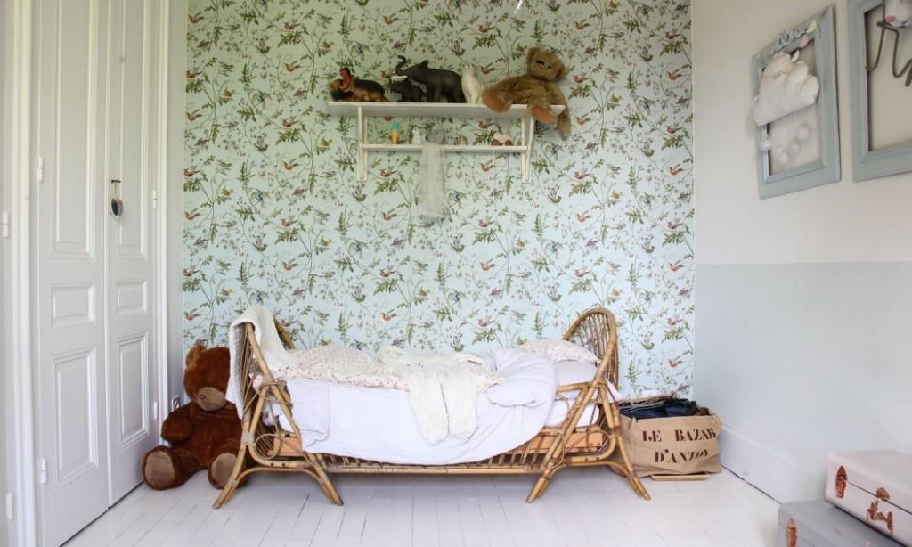 home-tour-maison-familiale-chambre-enfant-vintage-lit-rotin-mademoiselle-claudine