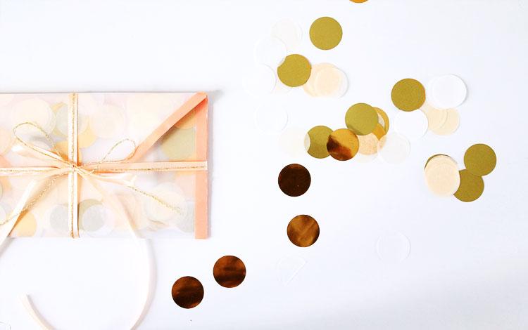 diy-enveloppe-confettis-corail-dorée-mademoiselle-claudine