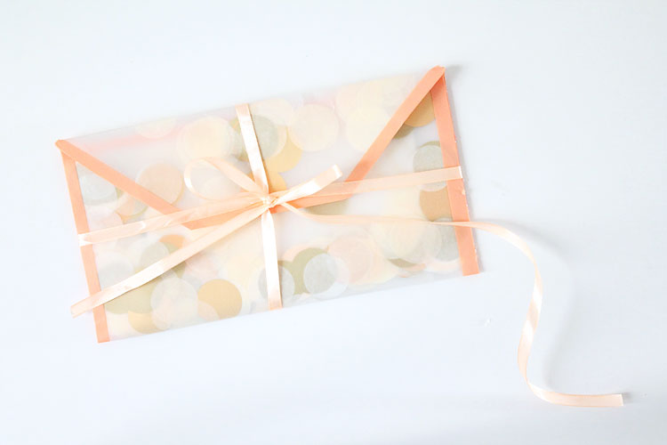 diy-enveloppe-confettis-ruban-corail-mademoiselle-claudine