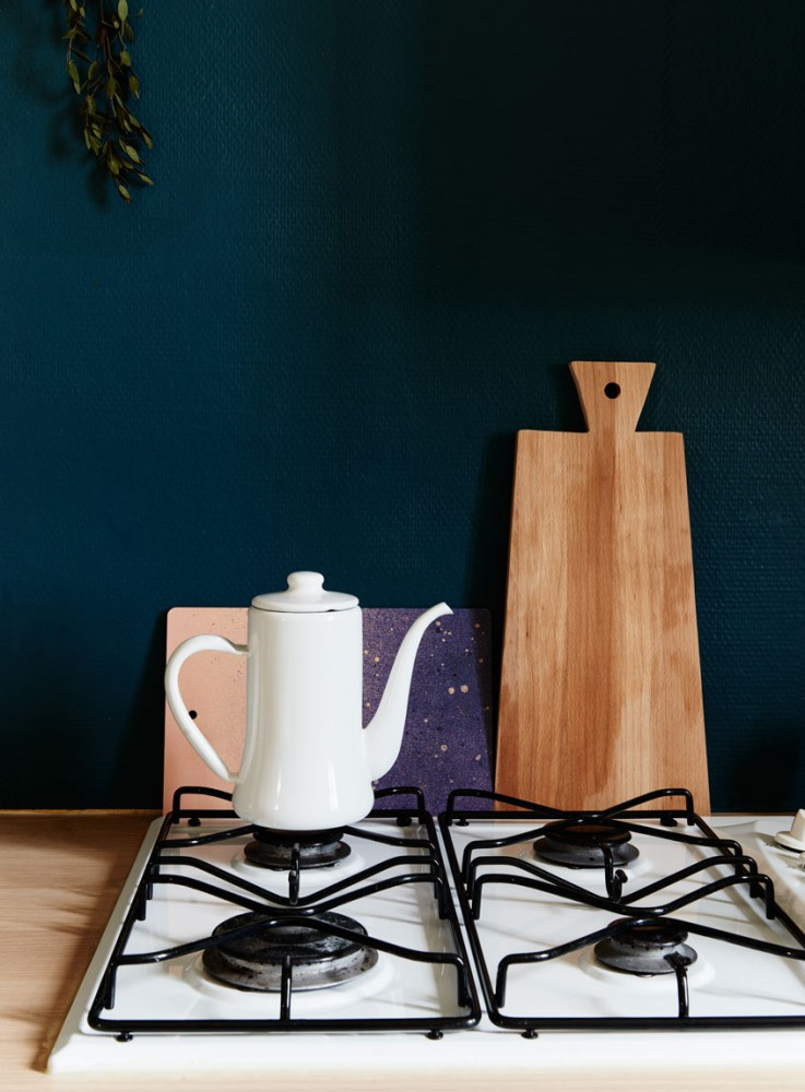 home-tour-vintage)kinfolk-cuisine-cafetiere-mademoiselle-claudine