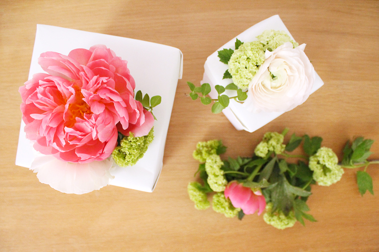diy-boite-cadeau-fleurie-pivoine-viburnum-madeomiselle-claudine