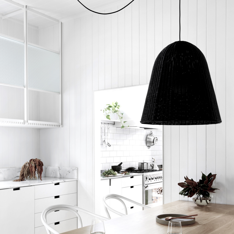 home-tour-maison-australienne-scandinave-cuisine-blanche-suspensions-mademoiselle-claudine