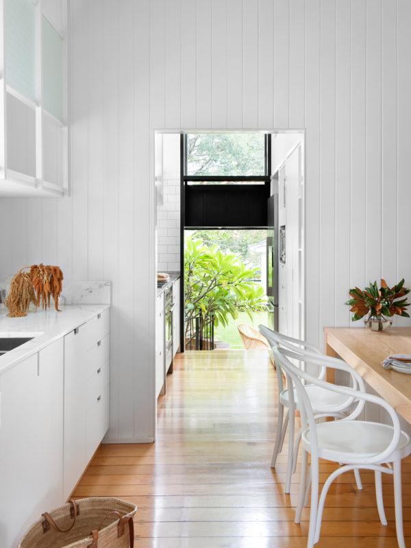 home-tour-maison-australienne-scandinave-cuisine-blanche-atelier-mademoiselle-claudine