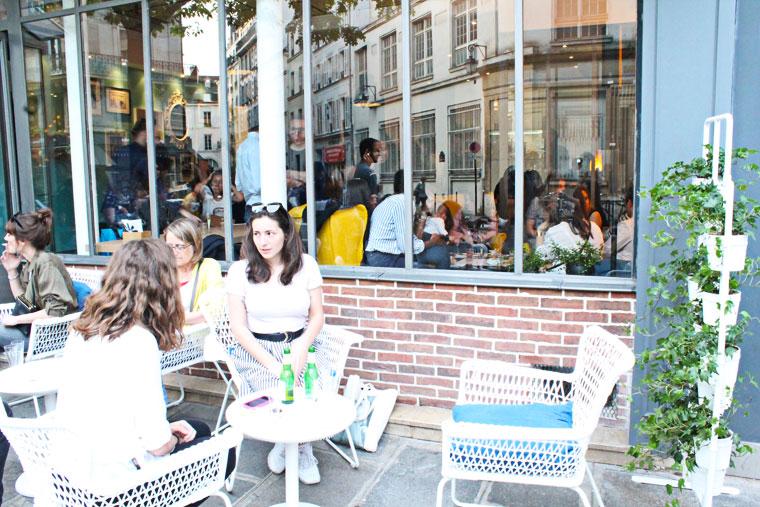 krogen-restaurant-ephemere-ikea-paris-terrasse-fauteuil-blanc-mademoiselle-claudine