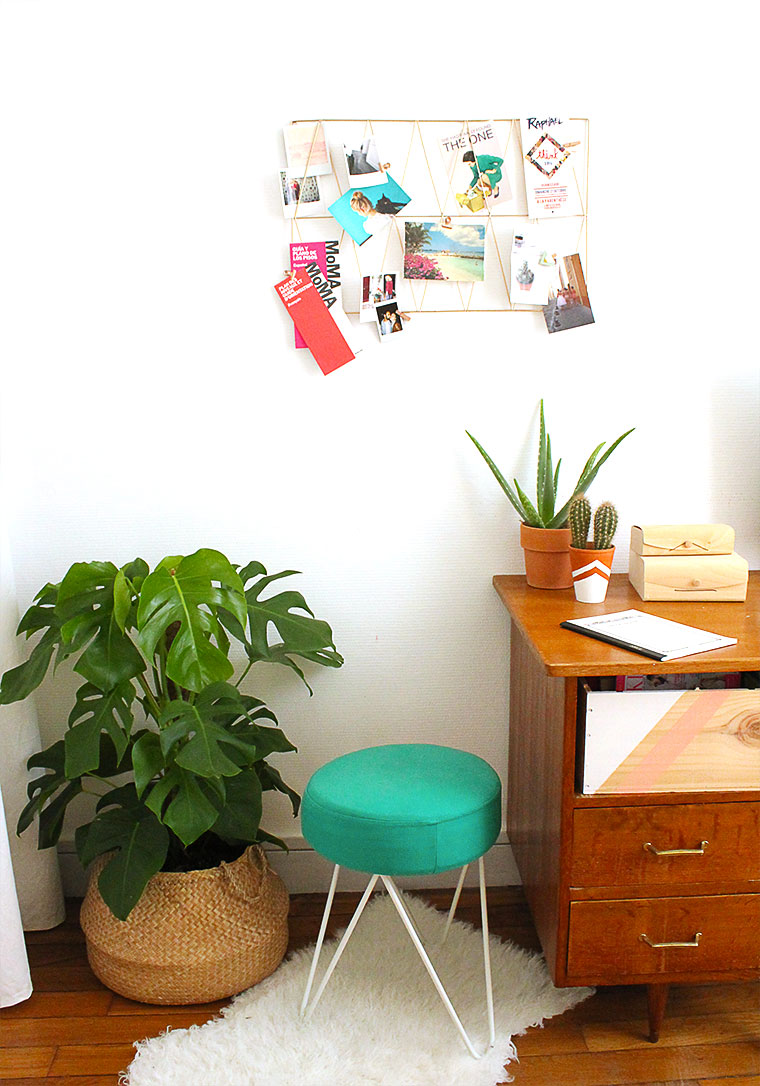decoration-bureau-mademoiselle-claudine-interior-bloggeuse-monstera-tabouret-tete-epingle-