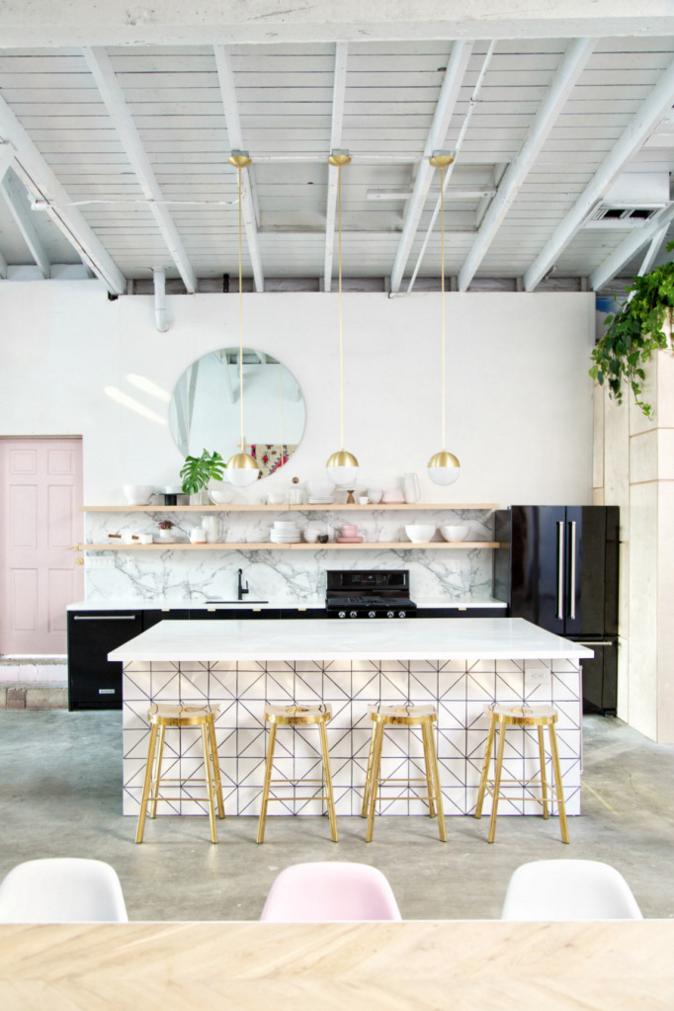 studio-creatif-cuisine-noire-marbre-mademoiselle-claudine