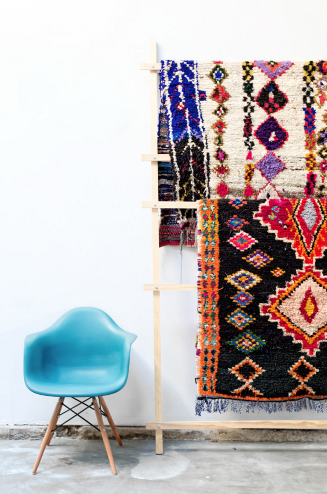 bureau-californien-chaise-eames-bleu-tapis-marocain-mademoiselle-claudine