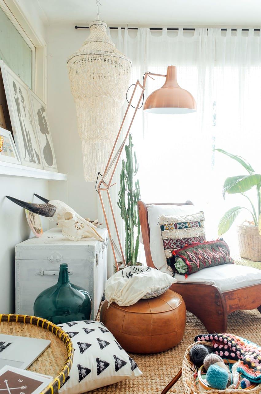 home-tour-decoraiton-boheme-pouf-lampe-cuivre-madmoiselle-claudine
