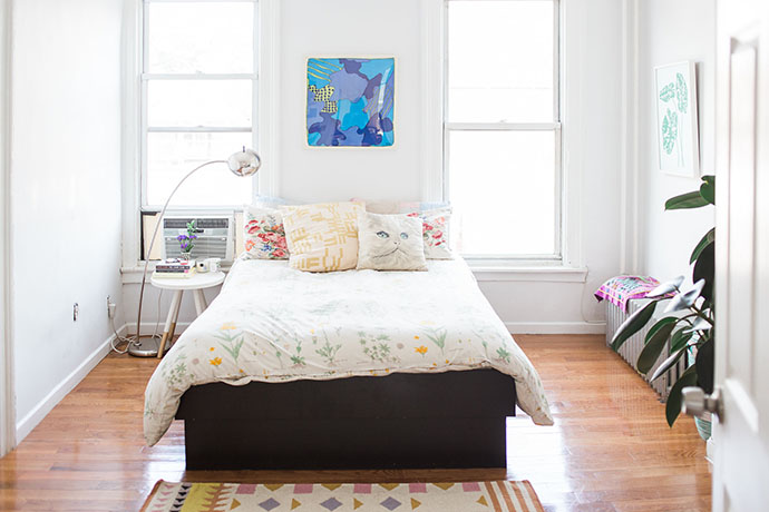 home-tour-appartement-new-york-decoration-chambre-coussin-chat-mademoiselle-claudine