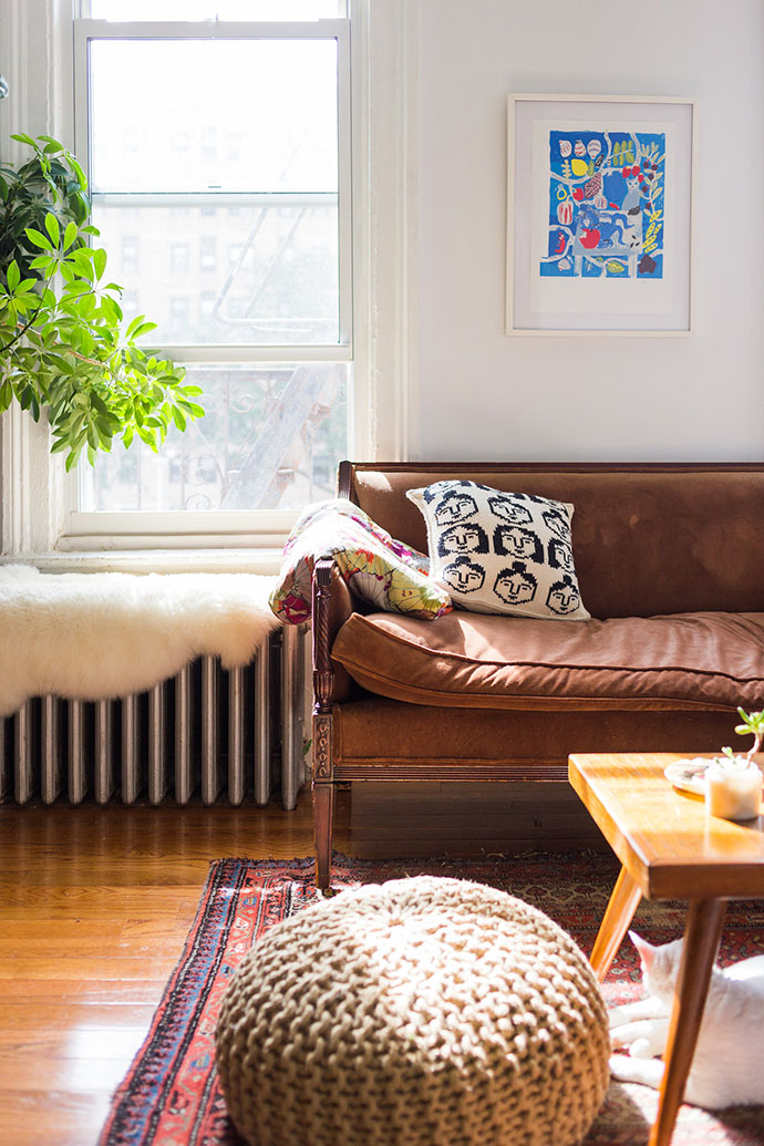 home-tour-appartement-new-york-pouf-tricot-mademoiselle-claudine