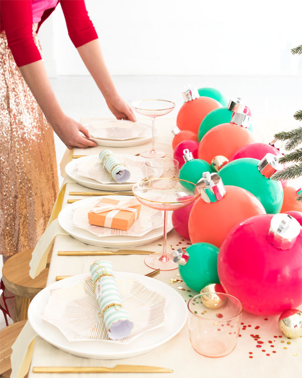 table-de-noel-boules-ballons-mademoiselle-claudine