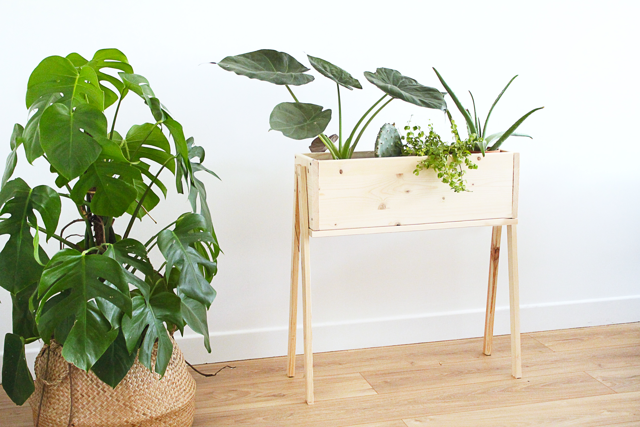 diy une jardiniere sur pieds en bois mademoiselle claudine le blog. Black Bedroom Furniture Sets. Home Design Ideas