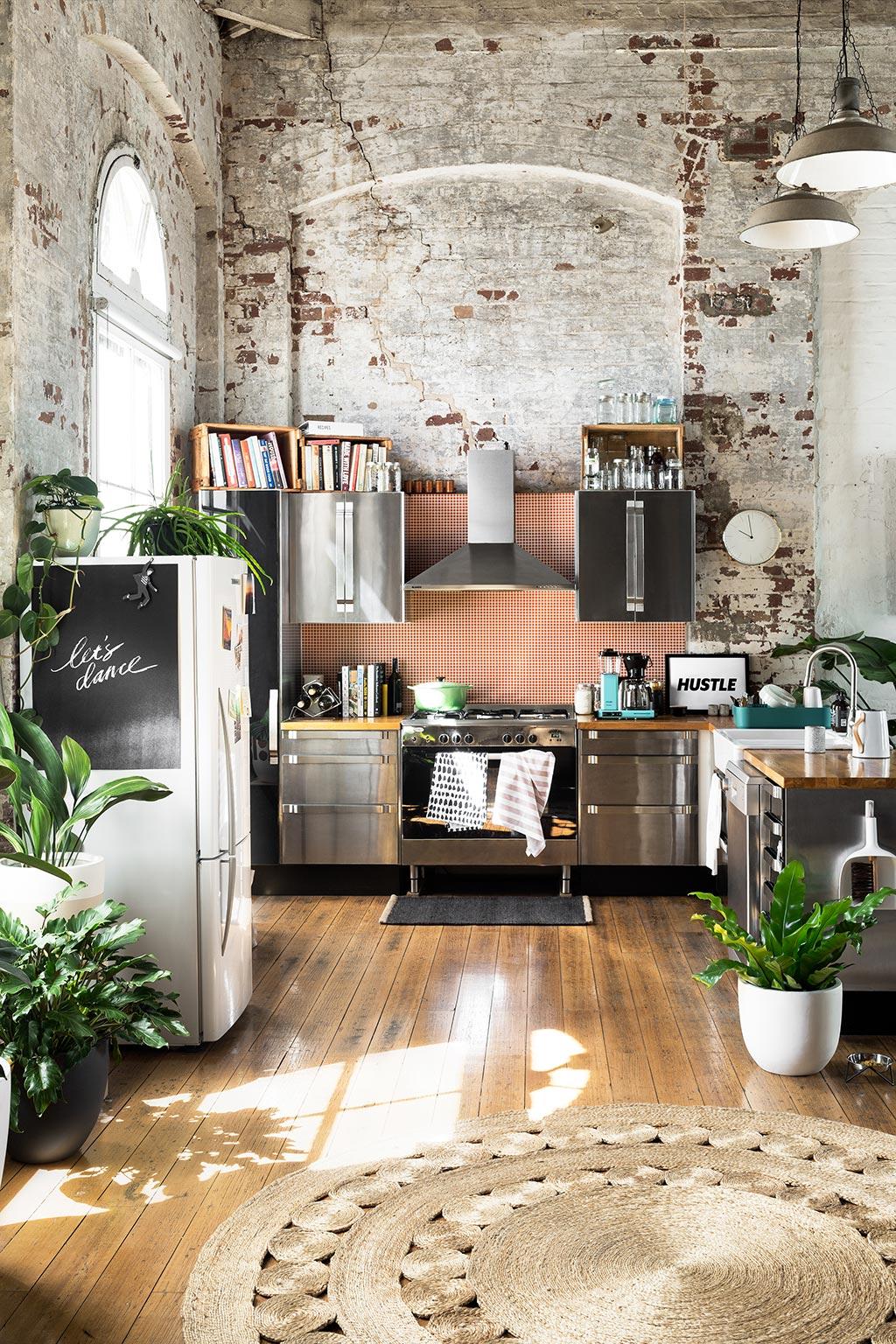 home tour loft australien decoration cuisine tapir rond jute madmeoiselle claudine