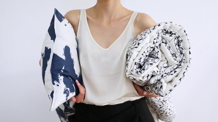toilesdemayenne-edredon-gris-coussin-silex-bleu-1806bytoilesdemayenne-mademoiselleclaudine-blog-lifestyle-decoration-paris