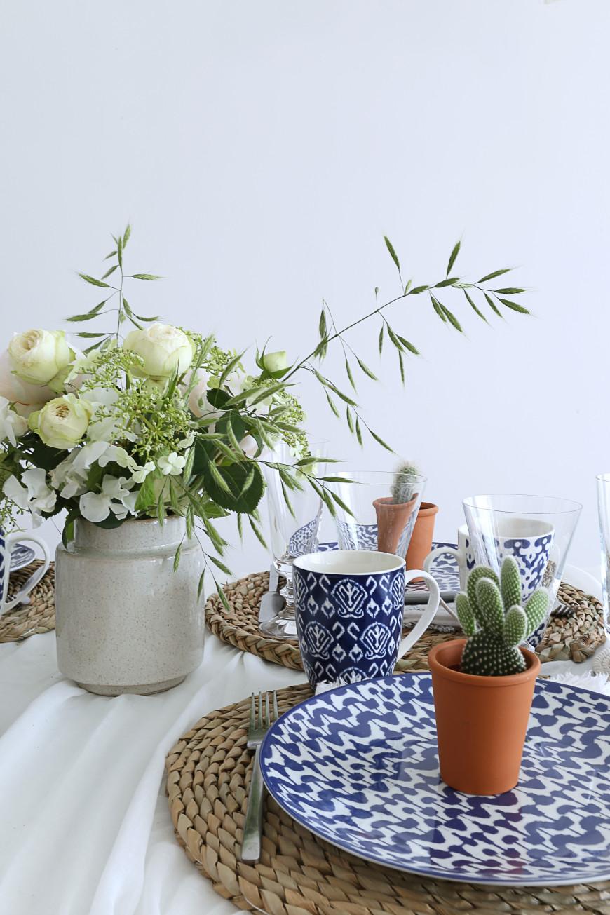 decoration-table-ete-vaisselle-blanche-bleue-mademoiselle-claudine