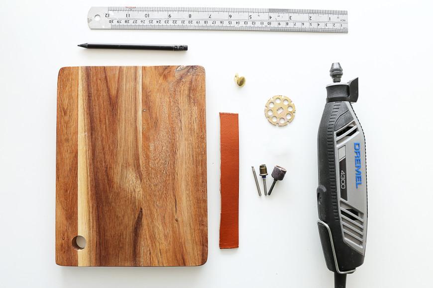 diy donner un aspect vieilli a une planche en bois pour la table obsigen. Black Bedroom Furniture Sets. Home Design Ideas