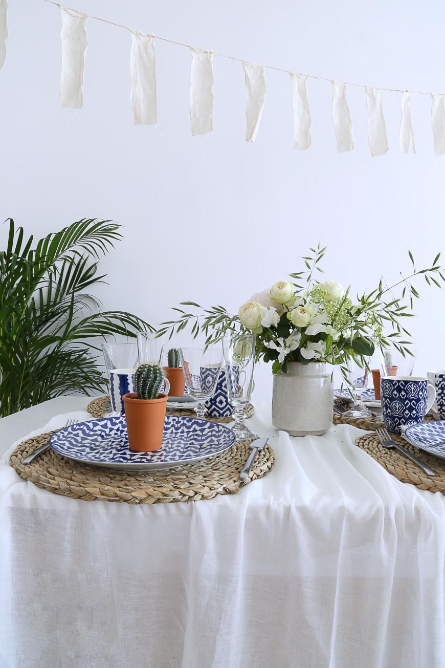 table-ete-blanc-bleu-rotin-mademoiselle-claudine-bis-