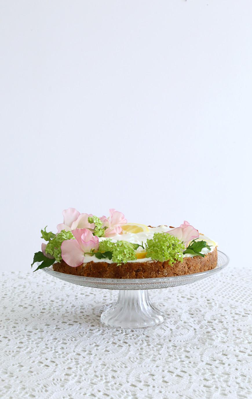 2-gateau-decore-fleurs-fruits-table-paques-mademoiselle-claudine-`