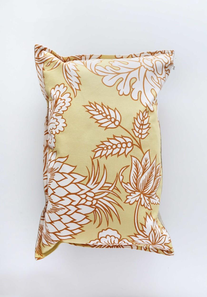 coussin-toile-de-mayenne-jaune-motifs-mademoiselle-claudine-